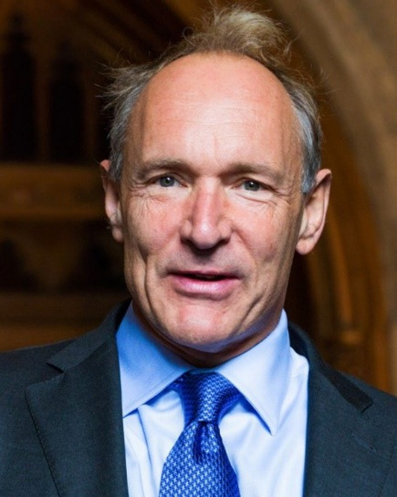 Sir Tim Berners Lee arriving at the Guildhall to receive the Honorary Freedom of the City of London.